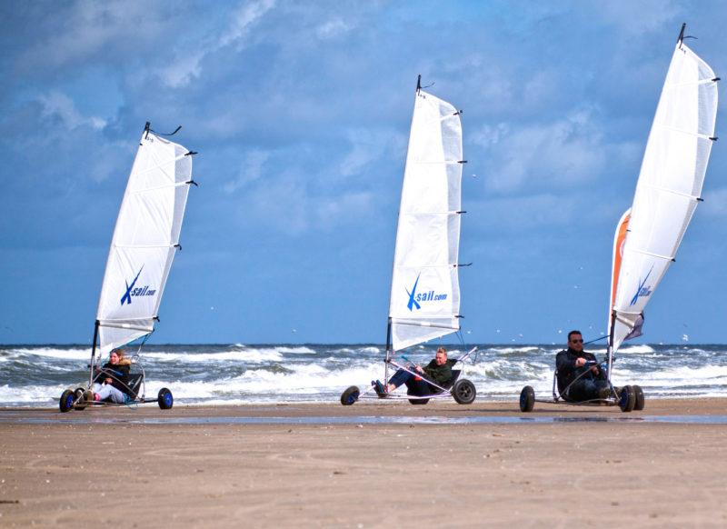 blokarten (strandzeilen) op het strand in Texel