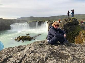 groepsreis bij een waterval in IJsland